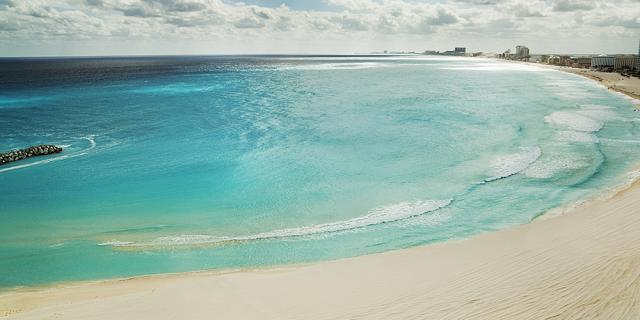 Stunning white sandy beaches in Cancun