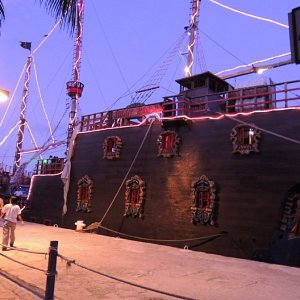 galleon jolly roger cancun