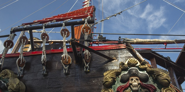 Jolly roger cancun pirate ship