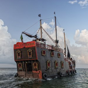 jolly-roger-pirate-ship-cancun11