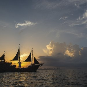 jolly-roger-pirate-ship-cancun12