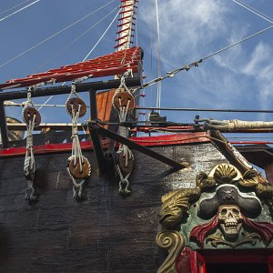 jolly-roger-pirate-ship-cancun9