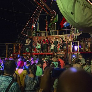 pirate-show-jolly-roger-cancun-7