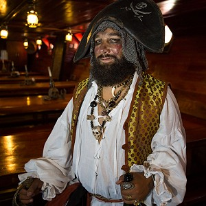 pirates-jolly-roger-cancun4