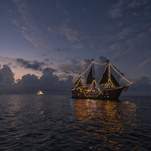 the-jolly-roger-barco-pirata-en-cancun-cena-show-3