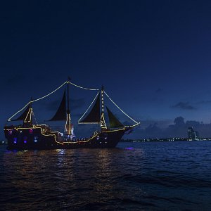 the-jolly-roger-barco-pirata-en-cancun-cena-show-4